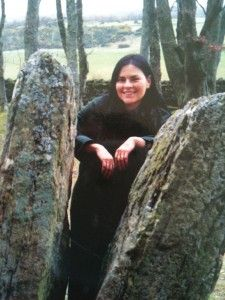 Herself has posed between one of the split stones at Clava Cairns--the stones we use in our Outlandish Scotland Journey LOG! Claire Fraser, Jamie And Claire, Jamie Fraser, Outlander Book Series, Outlander Casting, Laura Donnelly, Scottish Accent, John Bell, Richard Rankin