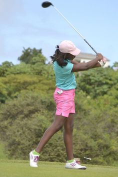 If you have a golf outing for work coming up, you may be panicking: what to WEAR? We talked to the founder of Women on Course, and she provided 7 great tips for what to wear to work-related golf events for new women golfers. Golf Driver Tips, Golf Events, Golf Outing, Green Polo Shirts, Golf Attire, Golf Tips For Beginners, Ladies Golf, Women Golf, Play Golf