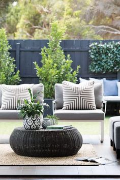 6 outdoor style tips to upgrade your summer entertaining Outdoor Lounge Furniture, Outdoor Rooms, Outdoor Dining, Outdoor Decor, Types Of Furniture, Furniture Design, Furniture Ideas, Living Room Plan, Minimalist Furniture