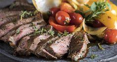 Μοσχάρι με λαχανικά από τον Άκη Πετρετζίκη. Μία ζουμερή μοσχαρίσια μπριζόλα με λαχανικά και μυρωδικά για το οικογενειακό σας τραπέζι που θα σας ενθουσιάσει!!