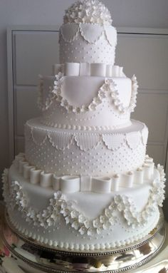 6 Wedding Cake Trends in 2020 White Wedding Cakes, Elegant Wedding Cakes, Elegant Cakes, Beautiful Wedding Cakes, Gorgeous Cakes, Wedding Cake Designs, Pretty Cakes, Amazing Cakes, Extravagant Wedding Cakes