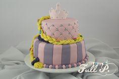 Ahora es el turno de las chicas! Para Ellas hoy compartimos una torta de Rapunzel que preparamos especialmente para el cumple de Isabella.  ...