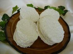 Bílky s cukrem krupice ušleháme do tuhého sněhu. Do něj pak zamícháme cukr… Ale, Dairy, Cheese, Food, Basket, Bakken, Ale Beer, Essen, Meals