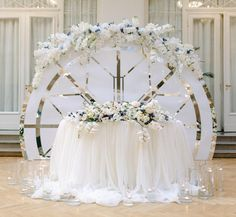 27 Cool Sweetheart Wedding Table Backdrops To Try: a gorgeous modern white and metallic rounded screen with lush white and blue blooms on top Wedding Stage, Wedding Ceremony, Dream Wedding, Sweetheart Table Backdrop, Round Wedding Tables, Table Wedding, Bride Groom Table, Red And White Weddings, Snowflake Wedding