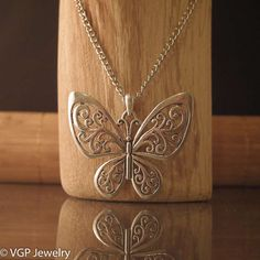 Mooie Vlinder Ketting: lange zilverkleurige ketting