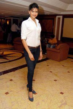 Deepika Padukone skinny jeans nice casual look
