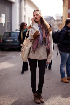 stockholm street style - I like the elbow patches and boots! Elbow Patch Sweater, Elbow Patches, Sweater Scarf, Big Sweater, Comfy Sweater, Sweater Boots, Grandpa Sweater, Slouchy Sweater, Cable Sweater