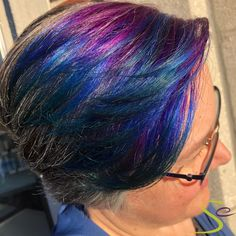 Check out this stylish peek-a-boo done by Cecilia using Aveda Vibrants Iris + Cobalt. She creatively mixed them together for an added pop of turquoise! Kenra Hair Color, Salon Hair Color, Hair Color Shades, Aveda Color, Matrix Hair Color, Hair Color Highlights, Level 7 Hair Color, Hair Color Swatches, Natural Dark Blonde