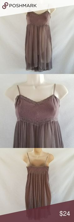 Intimate Free People Gray Slip Dress Tunic Chemise Intimately Free People gray slip dress, size s/m. This tunic dress can be worn as a top, a chemise, a slip, or a cover up over an outfit, like a catsuit. Adjustable straps. Dress is in excellent condition. Free People Intimates & Sleepwear Chemises & Slips
