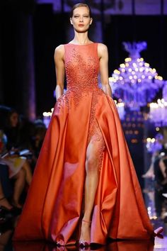 Elie Saab presented their Haute Couture Fall/Winter collection yesterday at the Pavillon Cambon Capucines in Paris France as part of Paris Fashion Week. Elie Saab Couture, Couture Mode, Haute Couture Fashion, Fashion Week Paris, Runway Fashion, Live Fashion, Fashion Tv, Fashion News, Latest Fashion