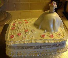 Mini pastel con bestido de novia