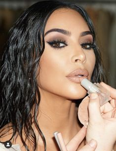 Kim Kardashian Peinado, Kim Kardashian Makeup Looks, Kim Kardashian Make Up, Kim Kardashian Eyebrows, Kardashian Hairstyles, Kardashian Beauty, Celebrity Makeup Looks, Kardashian Fashion, Kardashian Style