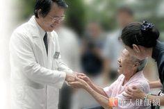 乳癌雙標靶 醫:存活期可達5年  張耀仁副院長(如圖)強調,雙標靶治療能延緩疾病病程發展,並可以延長存活期。(圖片提供/台北慈濟醫院)