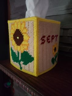 Plastic Canvas Stitches, Plastic Canvas Tissue Boxes, Plastic Canvas Crafts, Plastic Canvas Patterns, Angry Birds, Diy And Crafts, Arts And Crafts, Kleenex Box, Sunflower Pattern