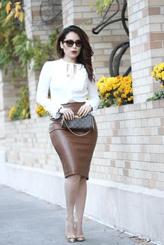 The latest fashion and beauty trends, outfit ideas, and shopping advice to fulfill women necessities.