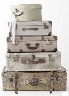 Miss Brocante loves old suitcases! Vintage Suitcases, Vintage Luggage, Vintage Travel, Old Trunks, Vintage Trunks, Shabby Chic Vintage, Vintage Decor, Old Luggage, Hat Boxes