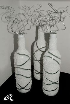 I created this DIY project based on two different ideas I saw on Pinterest . One involved a vase, rubber bands and spray paint while the oth...
