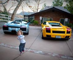 Lamborghini Gallardo - Optical illusion, look very closely and you will notice a kid in the picture! Lamborghini Gallardo, Dream Garage, Funny Kids, High Class, Luxury Cars, Cool Cars, The Twenties, House Warming, Dream Cars