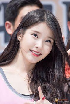 150426 멕시카나 팬사인회 아이유 직찍 by 미스터신iu Iu Fashion, Korea Fashion, Korean Actresses, Korean Actors, Korean Idols, K Pop Chart, Her Music, My Princess, Korean Beauty