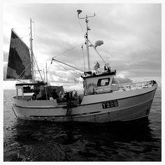 Classic wood fishing boat in Lofoten, Norway looking beautiful in the magic Acros film simulation mode in my new fujifilm X-T2.  #lofoten #lofotenhighlights #norway #visitlofoten #visitnorway #fujix #fujifeed #fujifilmnordic #outdoor #fujixseries #fujixt2 #xf14mm #blackandwhite #fishingboat #fish #fishing #vacation #classic #ocean #hardlife #alfonsoshighcamp #amateurphotographer #woodboat #nostalgic #jj