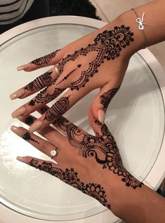 18 Ideas Bridal Henna Mehndi Ideas For 2019 Henna Hand Designs, Pretty Henna Designs, Henna Tattoo Designs Simple, Beginner Henna Designs, Mehndi Designs For Hands, Henna Tattoo Hand, Diy Tattoo, Henna Mehndi, Hand Tattoos