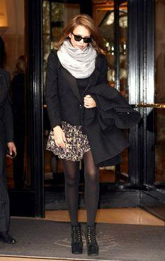 Jessica Alba, cashmere scarf, springy printed mini, tights