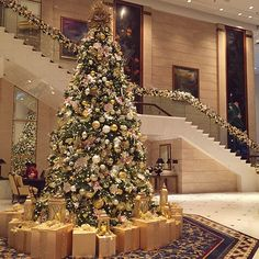 It's beginning to look a lot like #Christmas! - Island Shangri-La, #HongKong. #ShangriLaLaLa