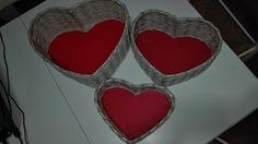 tre cestini di varie misure a forma di cuore