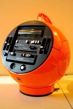 """1971 """"Weltron 2004"""" Model Stereo Cassette & FM/MW/SW Radio"""