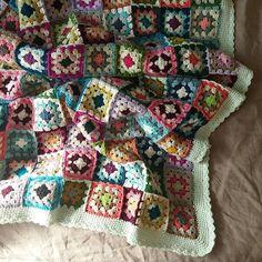 가끔은 요란한 말보다 깊은 침묵이 더 큰 위로가 된다. 유은정 '혼자 잘해주고 상처받지 마라' #crochet #crocheted #crochetart #crocheter #crochetblanket