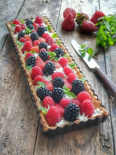 Tarte mûres framboises Dessert Aux Fruits, Good Food, Yummy Food, Savory Tart, Sweet Tarts, Pie Recipes, Just Desserts, Summer Recipes, Italian Recipes