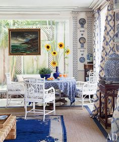 Jorge Elias ~ Boldly patterned curtains join painted bamboo chairs and a Maurice de Vlaminck seascape. Architectural Digest, Jorge Elias, Palm Beach Decor, Tropical Decor, Painted Bamboo, Interior And Exterior, Interior Design, Room Interior, Interior Ideas