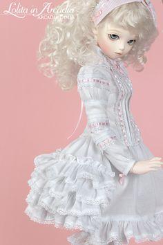 Petticoat LA039.  Desired Size:  MSD/Similar (42cm).  Desired Fabric:  FLA26 (Solid White).  €22.00 [***]