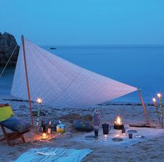 If my bf ever sees this he needs to do this for our Engagement!!! A sunset beach picnic!