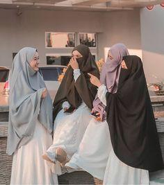 Arab Girls Hijab, Girl Hijab, Muslim Girls, Muslim Couples, Niqab Fashion, Street Hijab Fashion, Muslim Fashion, Mode Abaya, Mode Hijab