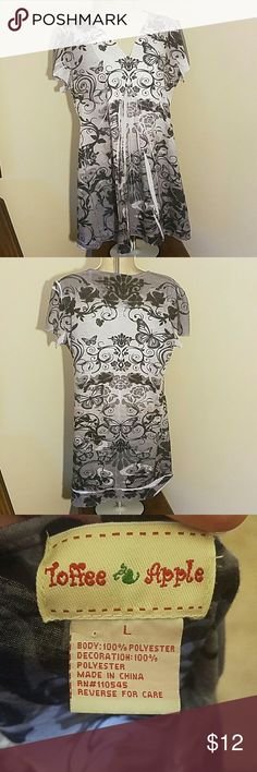 Gray, white, black patterned shirt by Toffee Apple Great condition no snags, tears or stains. Message me with any questions Toffee Apple Tops Blouses
