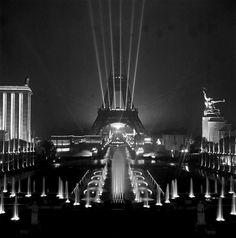 mimbeau:  mimbeau: François Kollar (1904-1979) Eiffel tower - Paris 1937