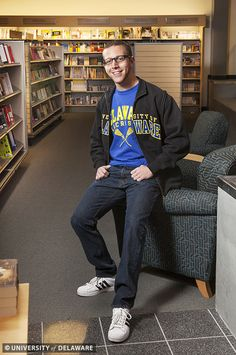 Study in style with this men's classroom look from the UD Bookstore