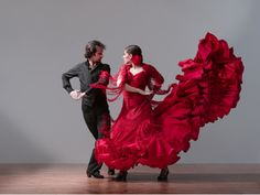 Spanish music is world famous, especially flamenco, an art that mixes music and dance the originated in southern Spain. Flamenco has evolved over time and transformed to incorporate modern music sounds from rock, pop and blues. Shall We Dance, Lets Dance, Break Dance, Lois Greenfield, Spanish Dancer, Spanish Songs, Spanish Dress, Speak Spanish, Spanish Art