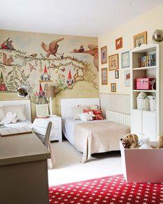 Me ha gustado mucho, mucho, mucho el dormitorio infantil publicado este mes en la revista Mi Casa  por varias razones. Primero, por ese air...