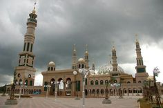 Samarinda Islamic Center Mosque is the mosque located in Samarinda, East Kalimantan, Indonesia, Rainforest Destruction, Islamic Center, Blue Mosque, Beautiful Mosques, Islamic Architecture, Architecture Board, East Indies, Hagia Sophia, Place Of Worship