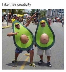 Happy Halloween to all! Bring on the Halloween Memes! Avocado Costume, Halloween Disfraces, Halloween Kostüm, Homemade Halloween Costumes, Holloween Costumes For Men, Halloween Quotes, Just For Laughs, Laugh Out Loud, Costume Ideas