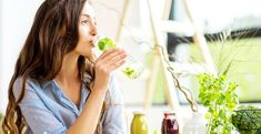 Weekend Ayurvedic Detox Plan You Can Do at Home Here are a few guidelines to create your own three-day … Juice Cleanse Recipes, Detox Diet Drinks, Natural Detox Drinks, Smoothie Detox, Fat Burning Detox Drinks, Smoothies, Detox Juices, Detox Recipes, Detox Tips