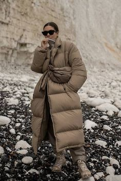I just found 18 winning minimalist autumn buys from Arket, COS and Weekday. Girl Fashion, Fashion Outfits, Womens Fashion, Fashion Top, Winter Outfits, Man Dressing Style, Winter Looks, Winter Style, Looks Style