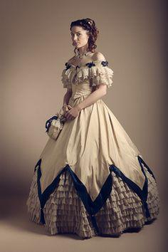 Costumes historiques Les Vertugadins.