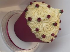 cupcake wedding cakes   Responses to Burgundy & Ivory Wedding Cupcake Tower