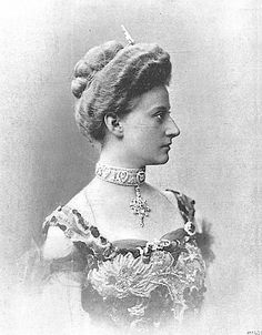 influence on the royal and victorian crowns Victoria, princess royal (victoria adelaide mary louisa 21 november 1840 - 5 august 1901) was german empress and queen of prussia by marriage to german emperor frederick iii she was the eldest child of queen victoria of the united kingdom and prince albert of saxe-coburg and gotha , and was created princess royal in 1841.
