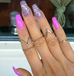 Glitter purple and pinky nails with midi rings