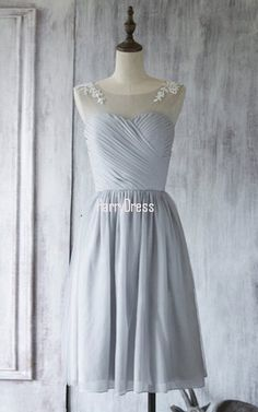 Scoop Neck Light Gray Chiffon Tulle Appliques Lace Knee Length Bridesmaid Dress