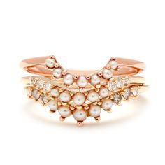 Love this rose gold engagement ring with a modern twist.